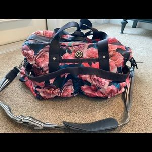 🦄 Rare Lululemon On the Fly duffel